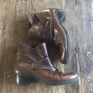 Clark's Bendable's Brown Leather Boots Size 9